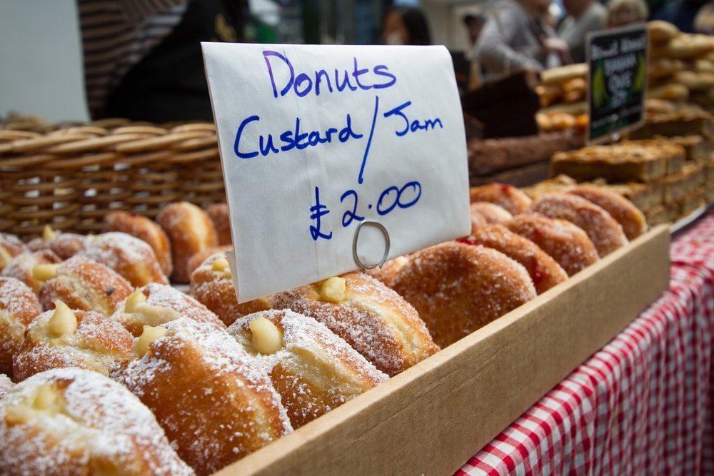Pokud nechceš Full English Breakfast snídani, tak vyzkoušej místní koblihy