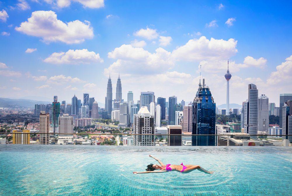 Ubytuj se v levném hotelu se střešním bazénem