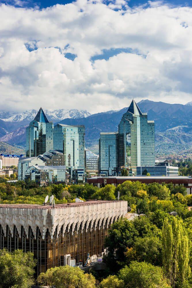 Výhled na mrakodrapy Almaty