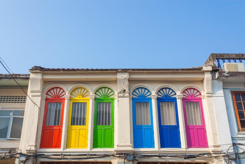 Barevné okna starého Phuketu