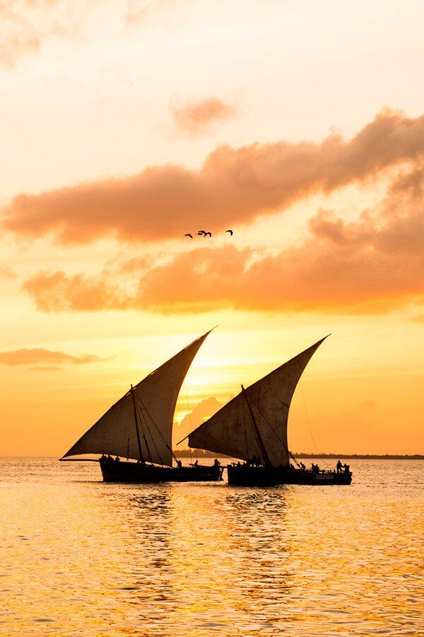 Zanzibar romatincký západ slunce na lodi