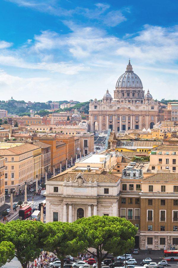 Pohled na Baziliku sv. Petra v Římě.
