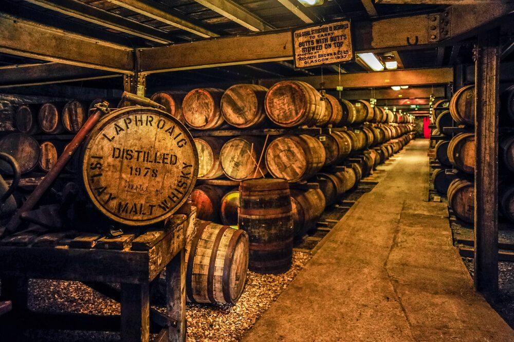 Whisky sudy v destilerii