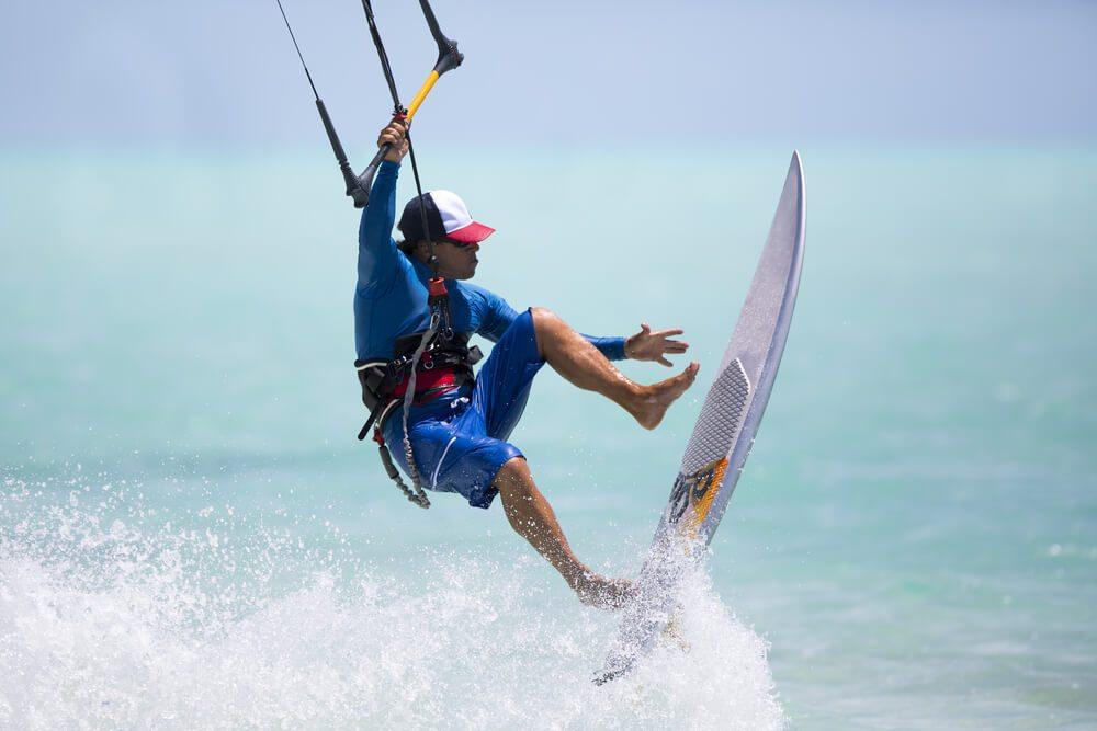 Kubánský kitesurfer