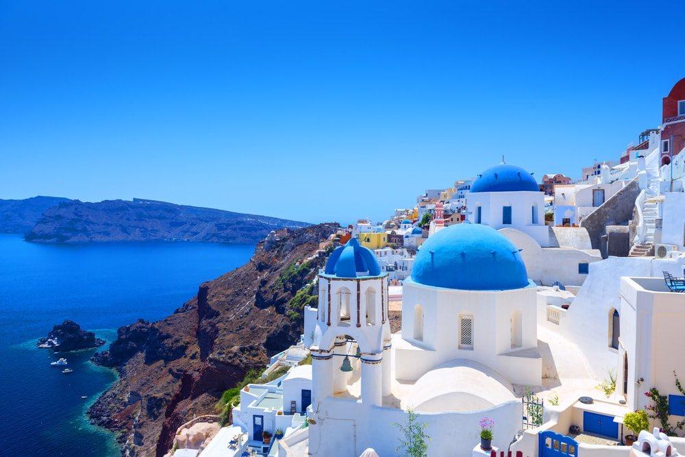 Modrobílé kostelíky na Santorini
