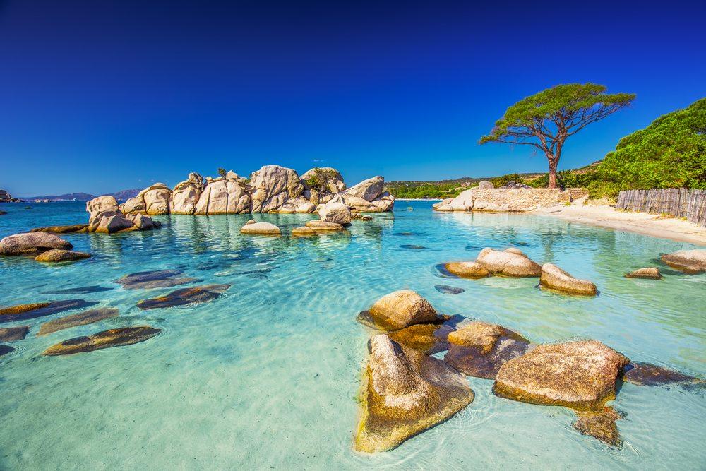 Pláž Palombaggia na Korsice