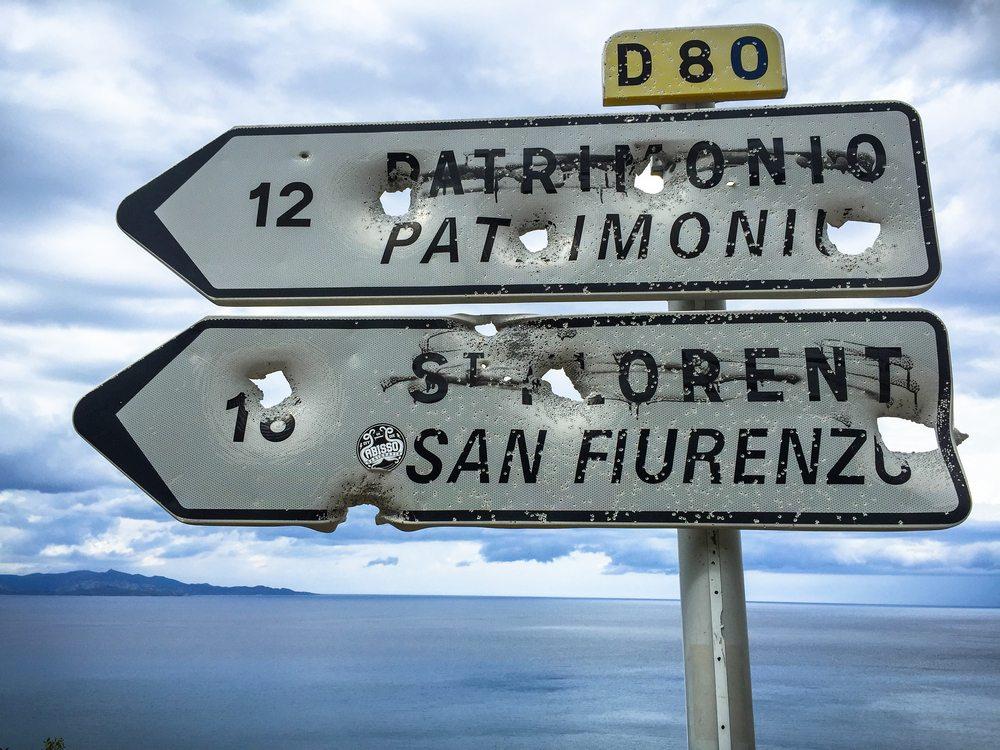 Rozstřílené značky na Korsice