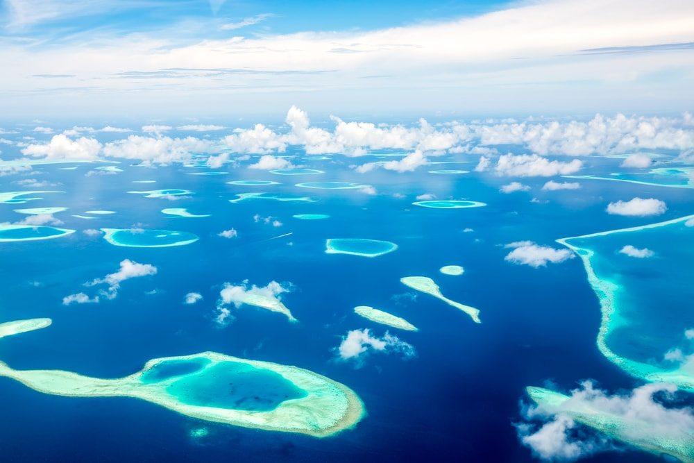 Malé ostrůvky na Maledivách