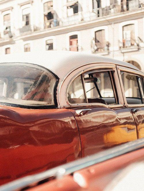 Auto v ulicích Havany