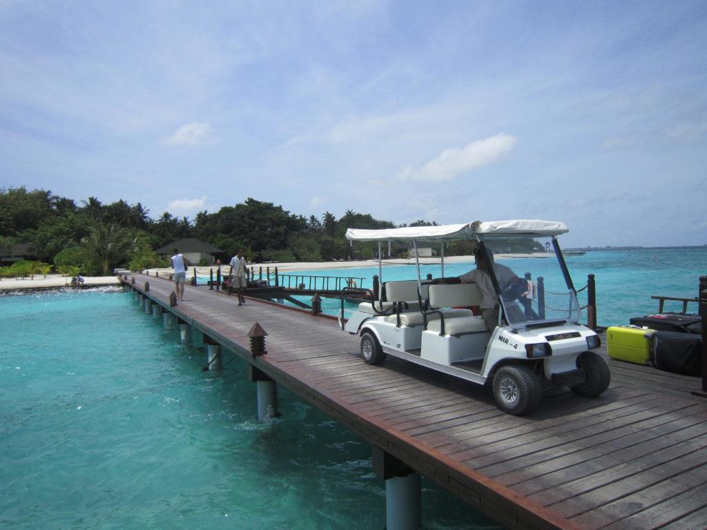 Golfové vozítko na mole