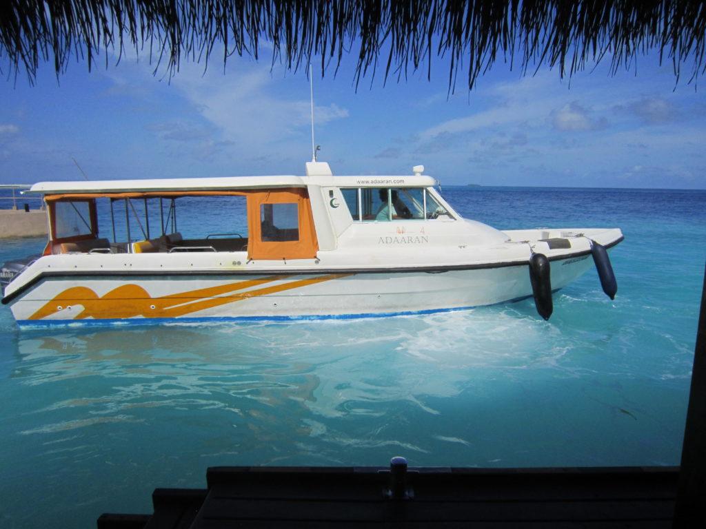 Člun na Maledivách