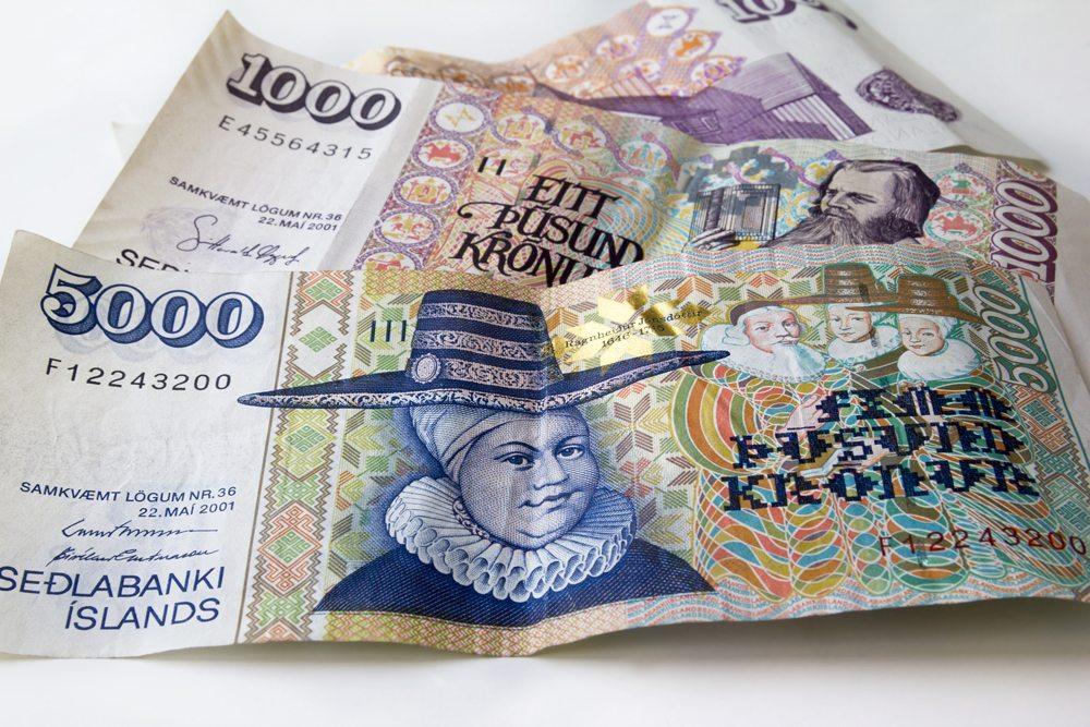 Bankovky islandských korun.