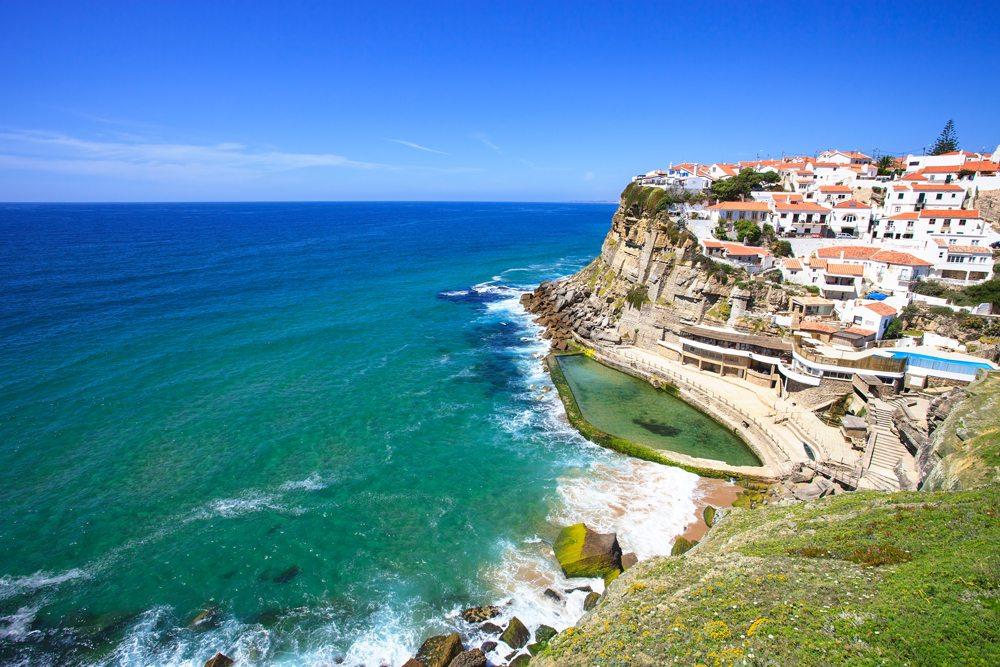 Pohled na útesy města Sintra.