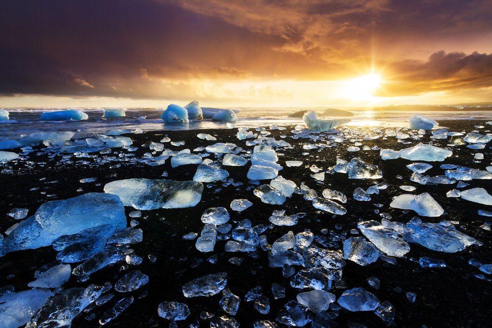 Diamantová pláž Jokulsarlon.