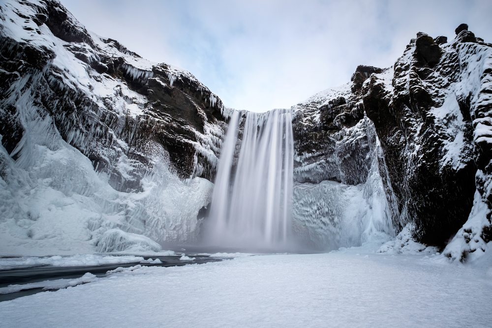 Vodopád Skogafoss v zimě.