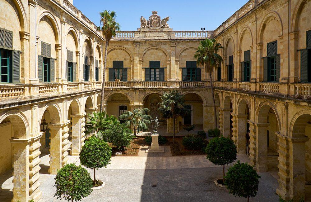 Plác velmistra ve Vallettě.