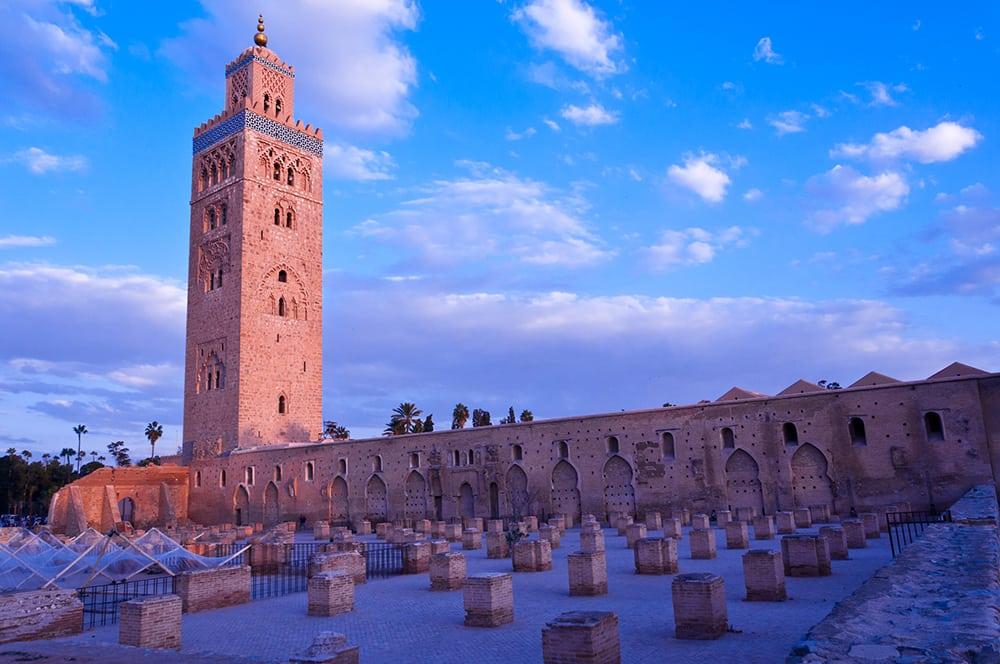 Mešita v historické části Marrákeše.