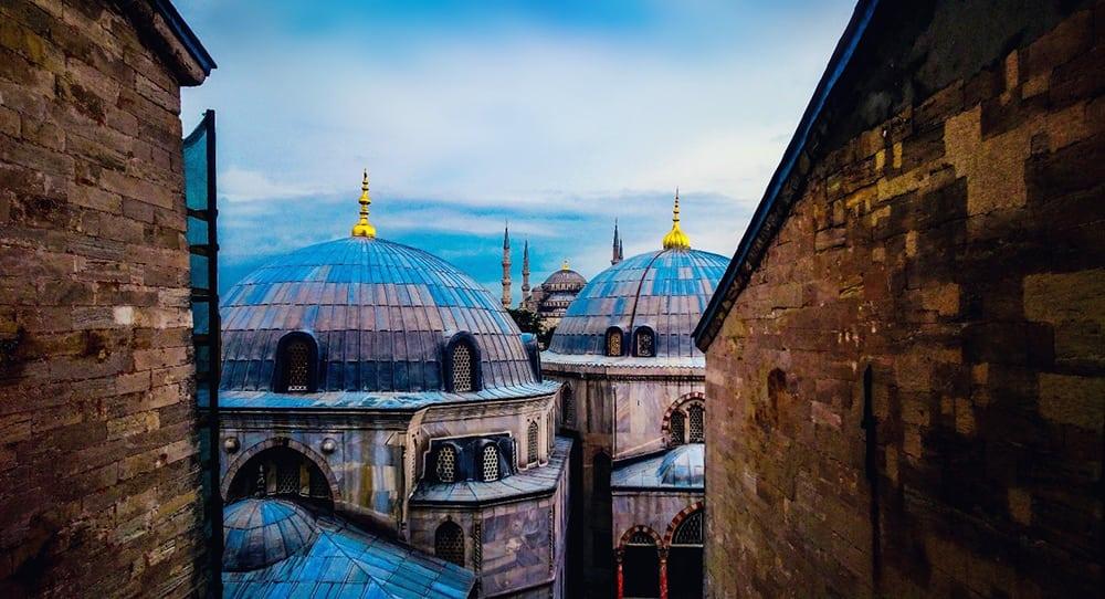 Pohled na mešity v Istanbulu.