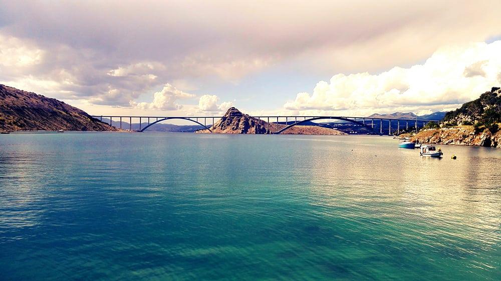 Most vedoucí na ostrov Krk.