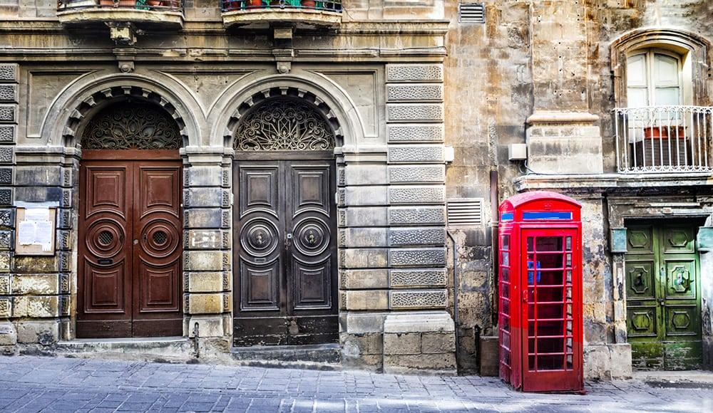Typická britská telefonní budka na Maltě.