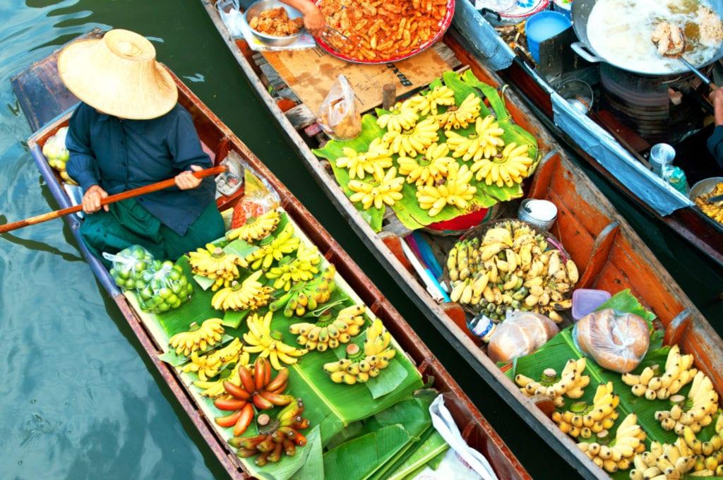 Plovoucí trhy jsou v Thajsku velmi zábavné