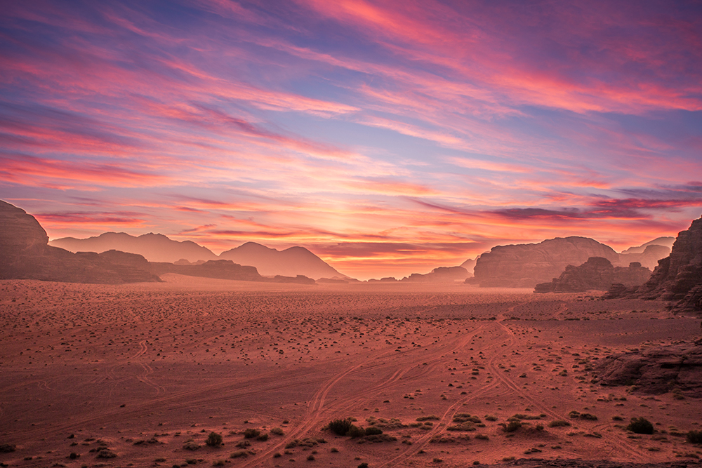 Západ slunce ve Wadi Rum.