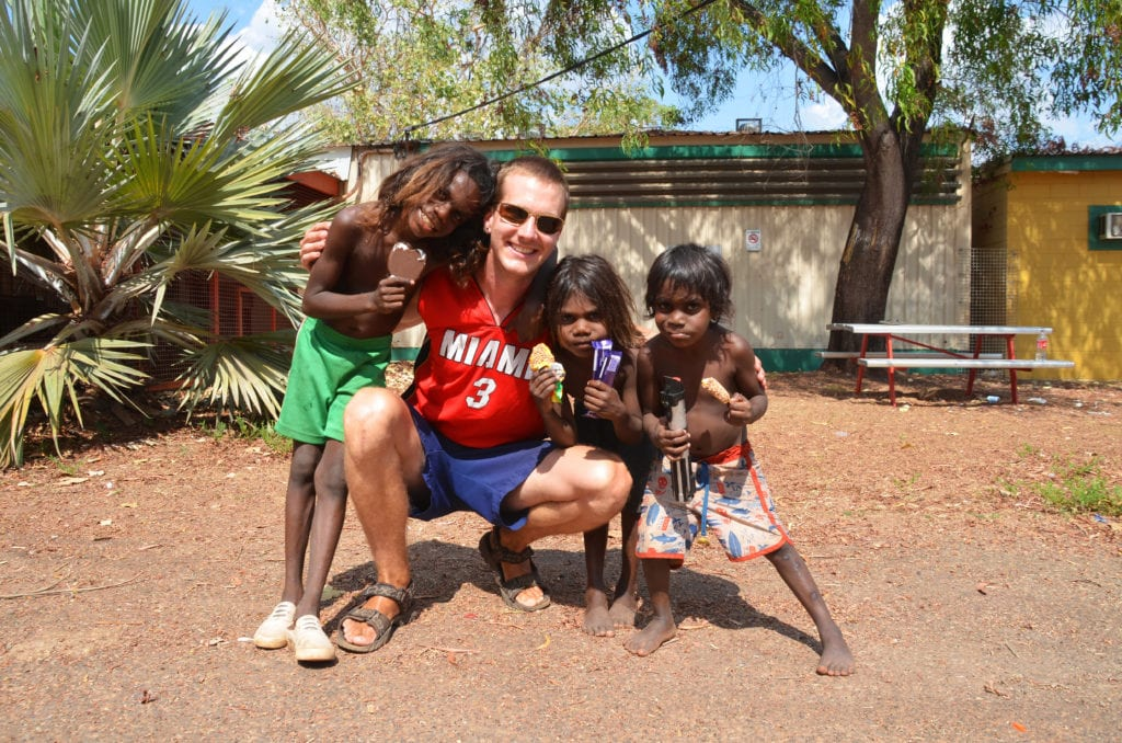 David s roztomilými aboriginskými dětmi