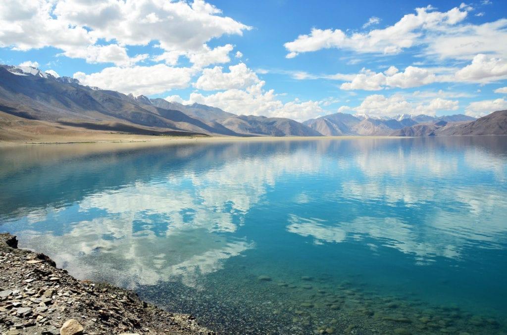 Nejoblíbenější indické jezero Pangong Lake