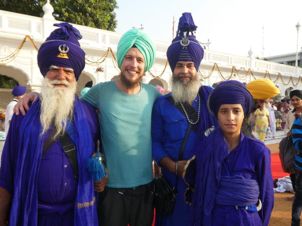 Sikhové v Amritsaru. Koupili jsme si turbany abychom zapadli.