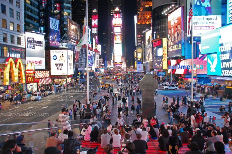 Červené schody na náměstí Time Square