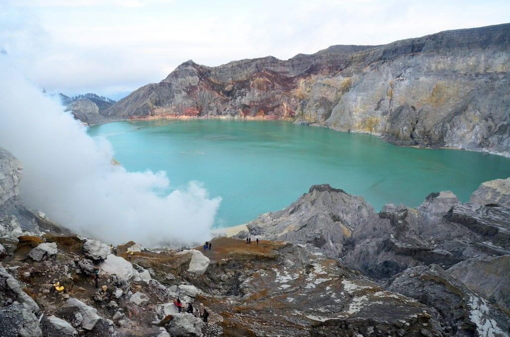 Kráter sopky Ijen