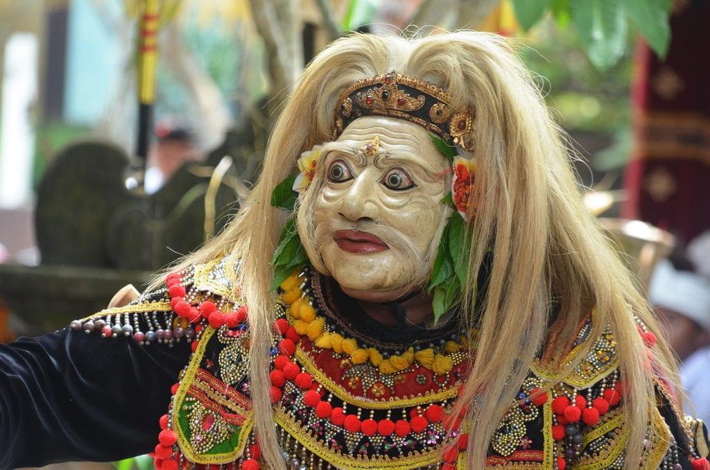 Slavný balijský tanec na oslavu výročí chrámu