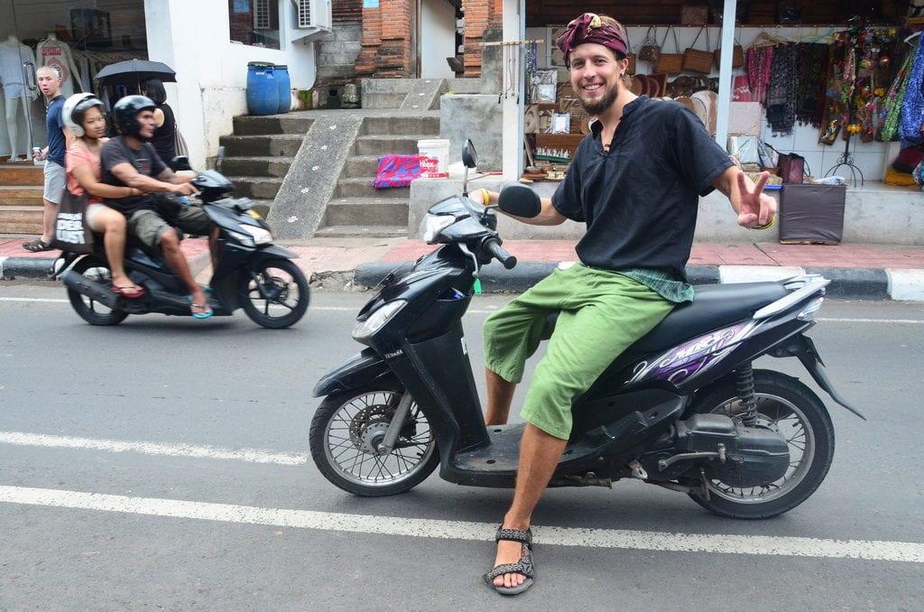 Skútr je na Bali nejběžnější dopravní prostředek
