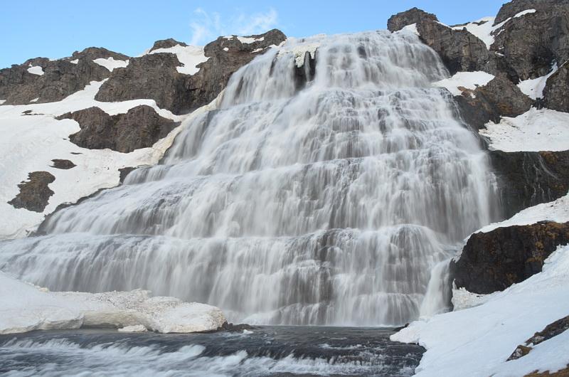 Kaskádovitý vodopád Dynjandi v západních fjordech Islandu