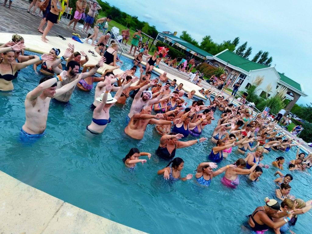 Příprava na karneval v termálních bazénech