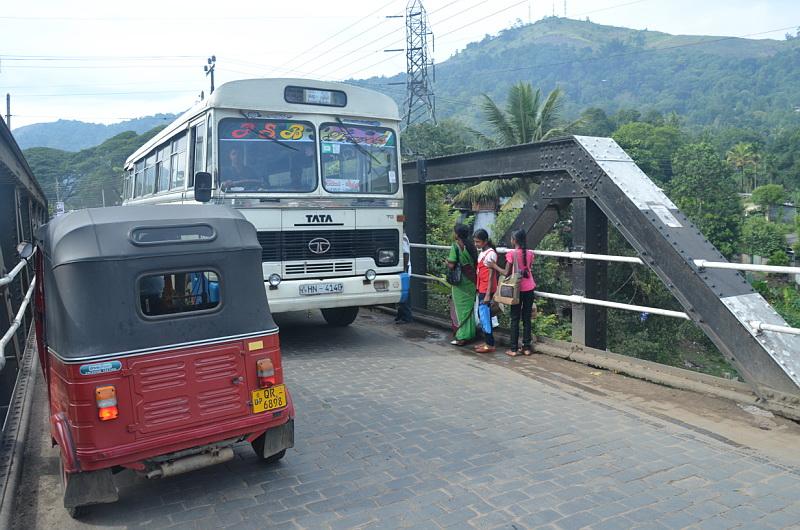 Autobusy jezdí velice rychle, někdy až moc