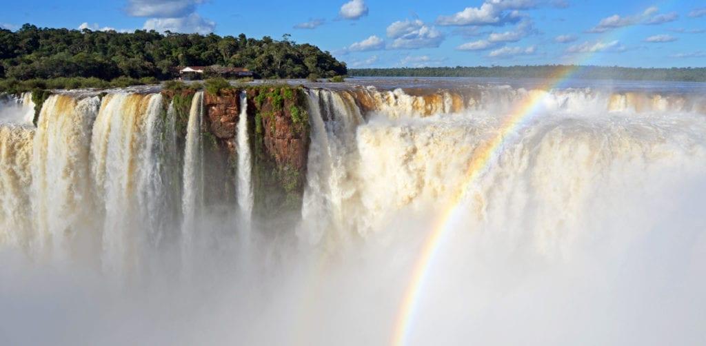 Duha nemůže u vodopádů Iguazú chybět!