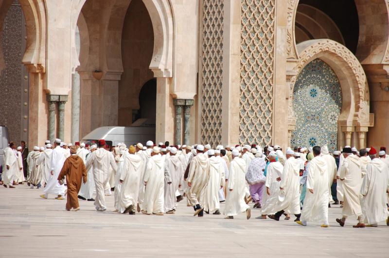 Muslimové se scházejí k modlitbám