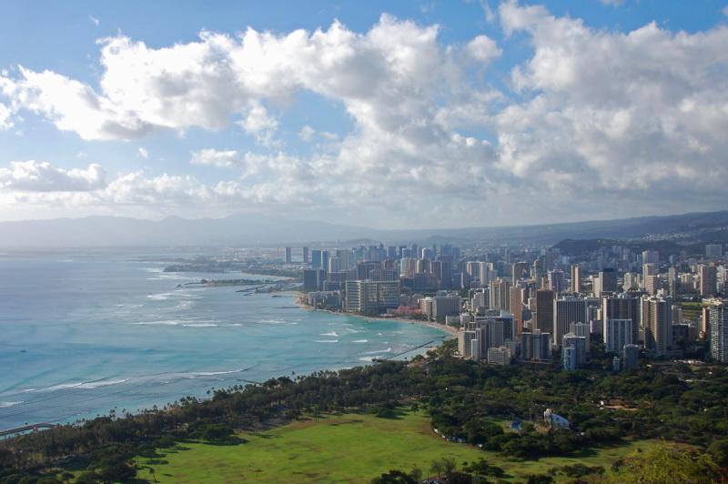 Honolulu a slavná Waikiki Beach z výšky