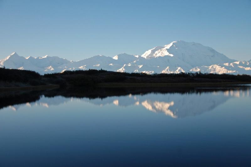 Kempování u jezera Wonder Lake