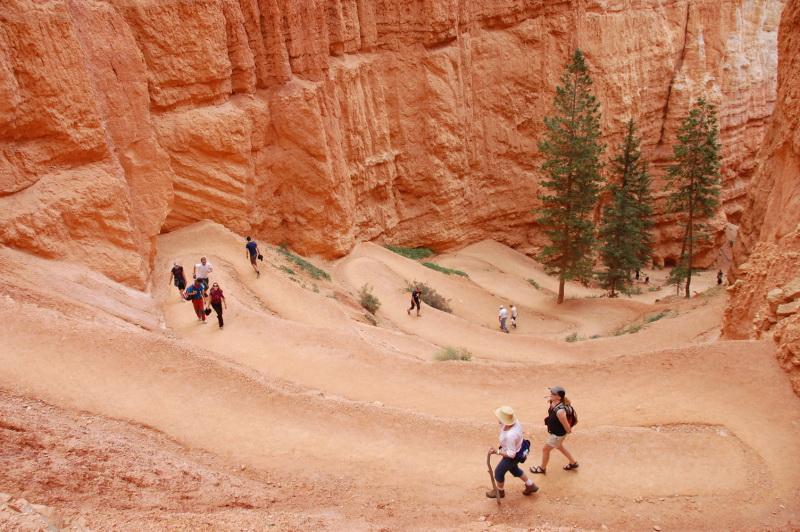 V Bryce Canyonu a okolí jsou zajímavé pěší stezky