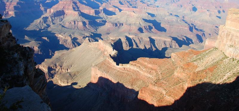 Pohled do hlubokého kaňonu