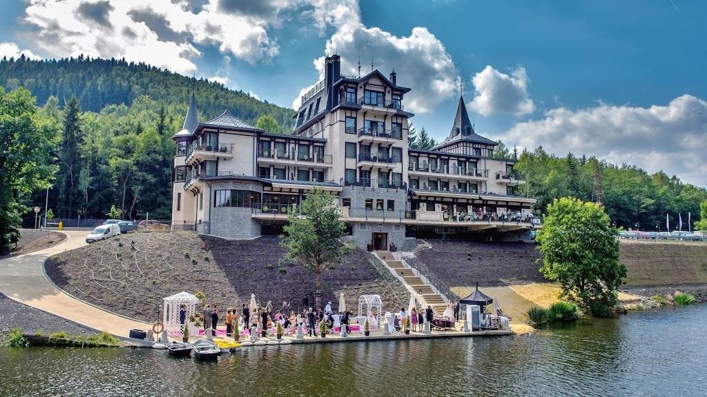 Hotel Luxury Wellness Resort Retro Riverside v Karlových Varech