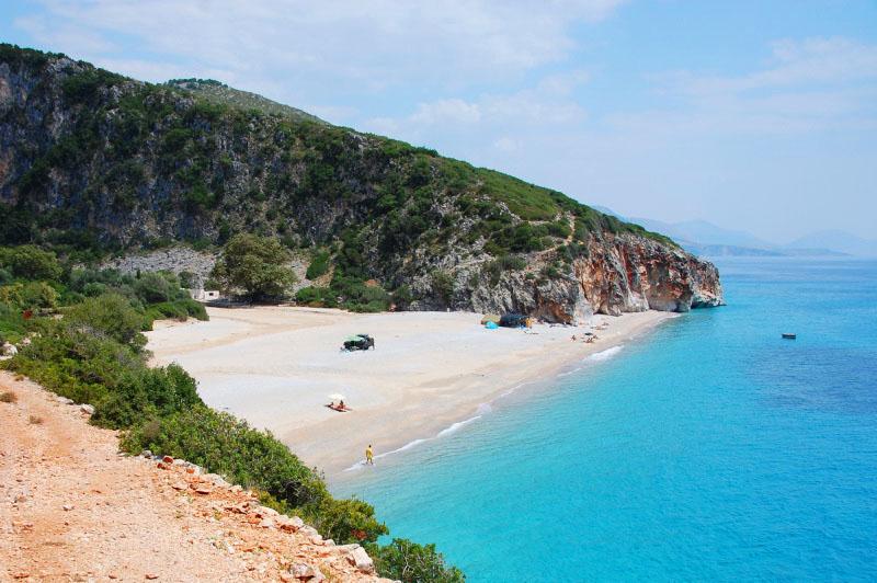 Krásná pláž Gjipe v Albánii