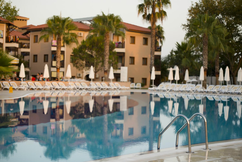 Bazén hotelu COOEE Serra Garden.