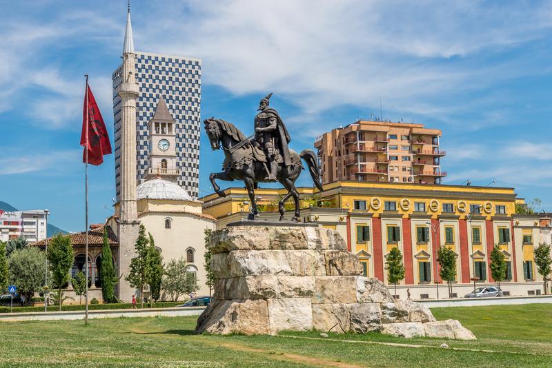 Albánie a Tirana