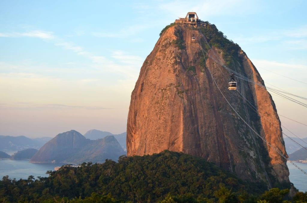 Úžasná skála Pão de Açúcar je dalším symbolem Ria