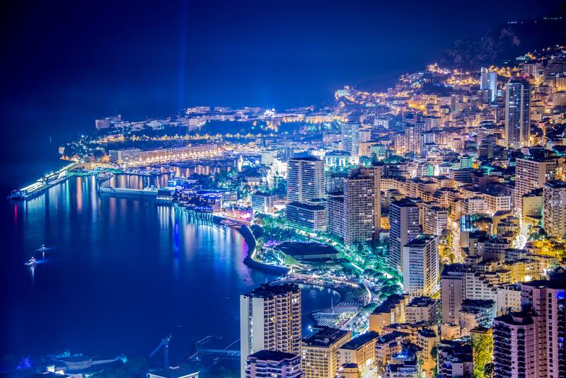 Noční pohled na Monako