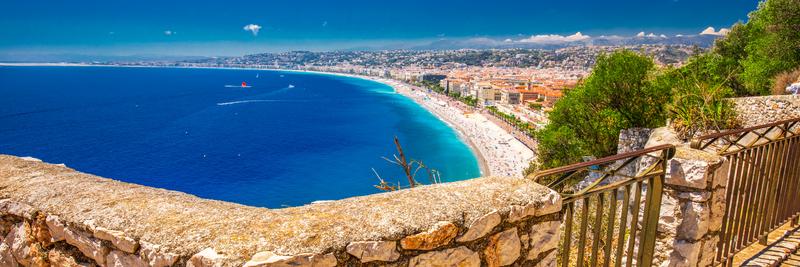 Pohled na pláž v Nice