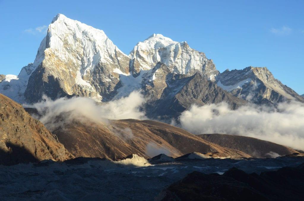 V prosinci potkáš na trecích u Everestu mnohem méně lidí